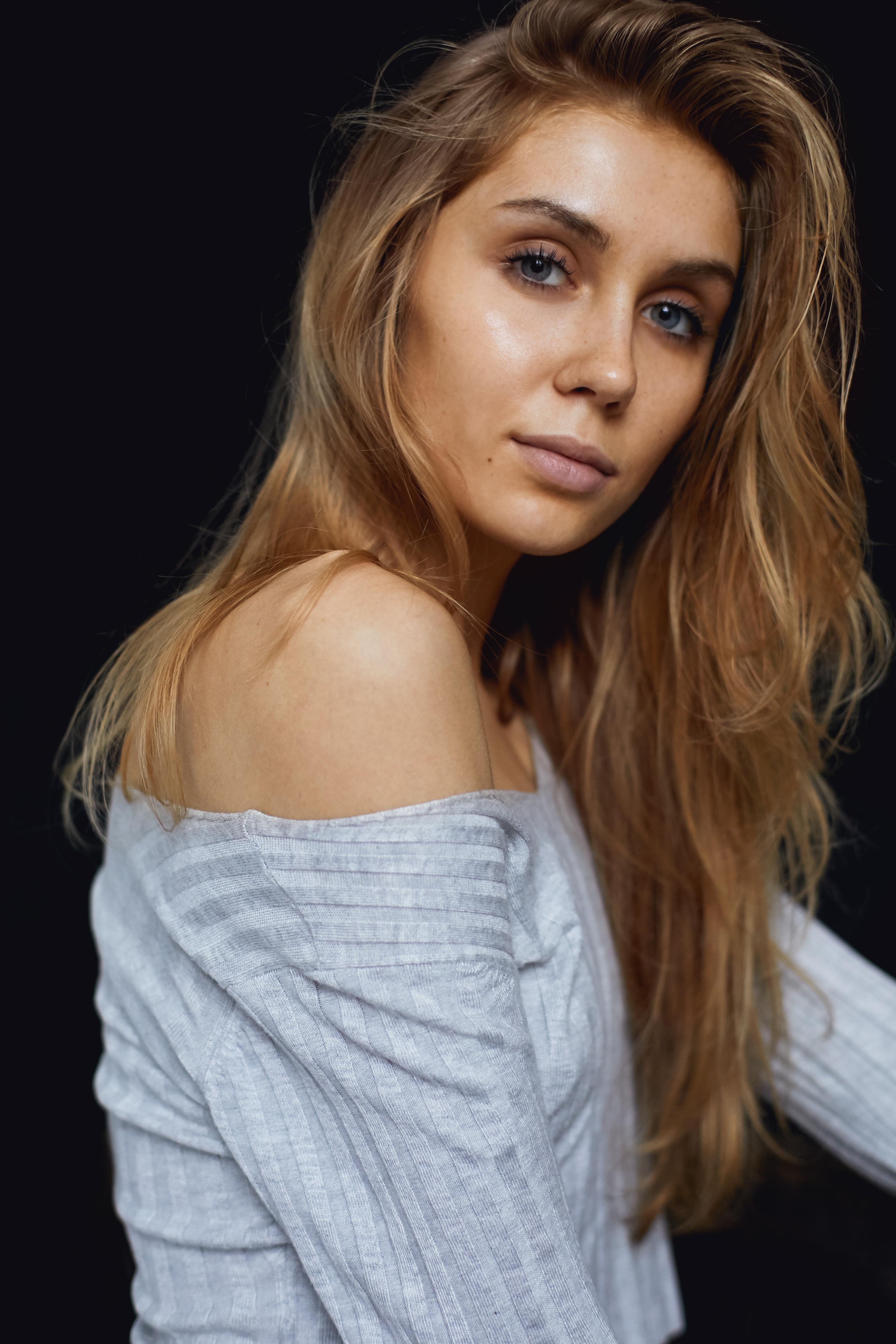ALINA (22)
